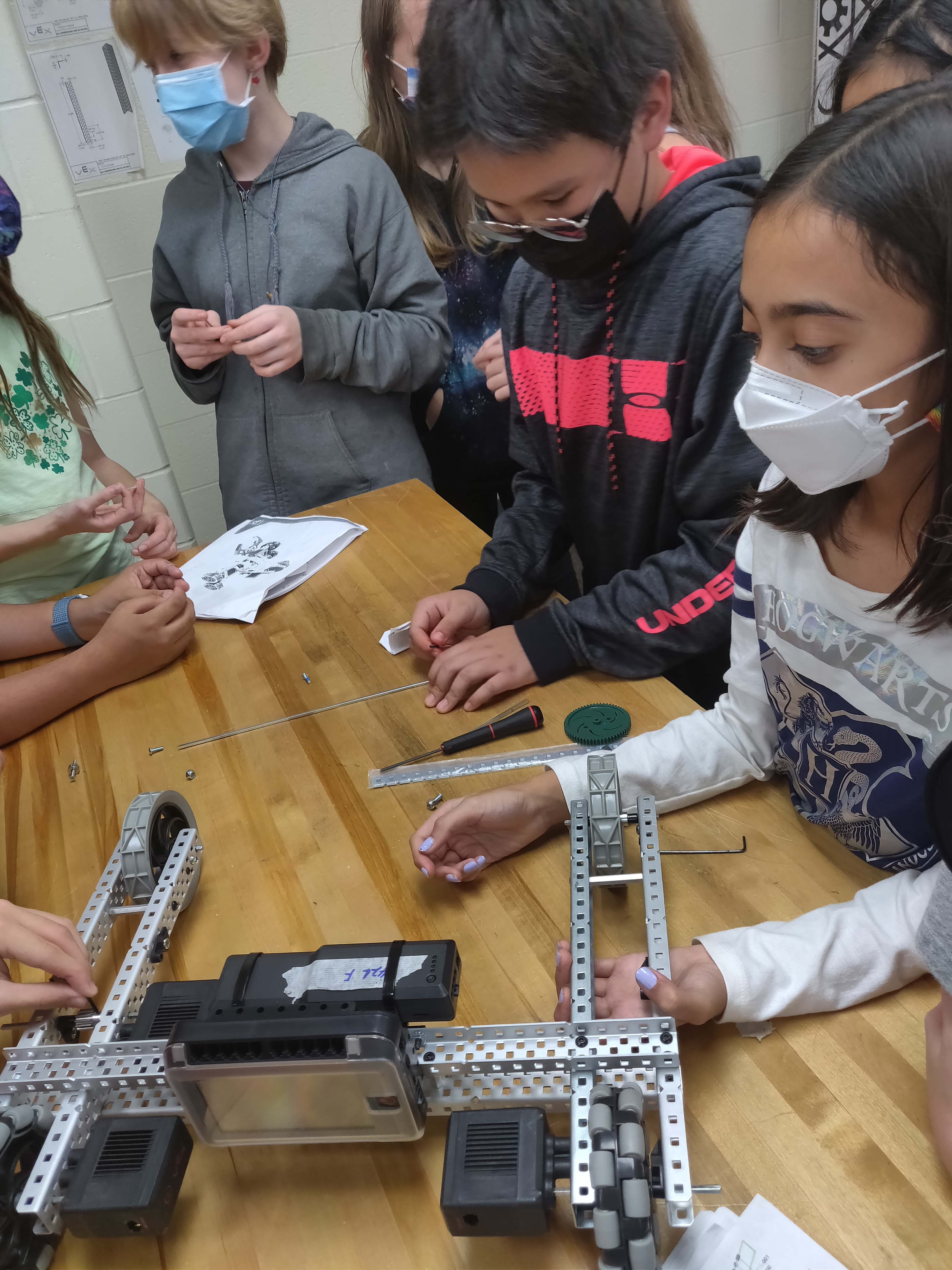 Indian Hill Middle School Robotics heads to state!